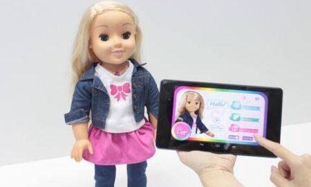 Κέιλα: Απαγορεύτηκε στην Γερμανία η κούκλα που μπορεί να χακαριστεί και να «κατασκοπεύει» τα παιδιά μας