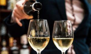Καταργείται ο Ειδικός Φόρος στο κρασί στο τέλος του έτους