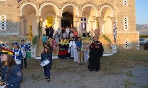 Η Στούπα γιόρτασε την Αγία Τριάδα με δοξολογία και λιτάνευση της ιερής εικόνας