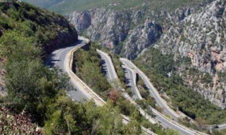 Πτώση βράχου στο 16ο χλμ της ΕΟ Καλαμάτας – Σπάρτης