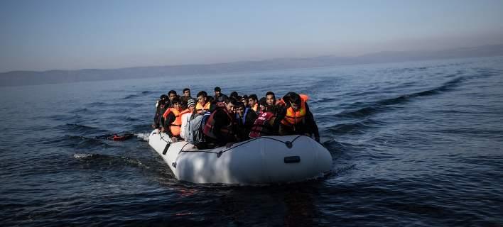 2.000 πρόσφυγες και μετανάστες αποβιβάστηκαν σε έξι ημέρες στα νησιά