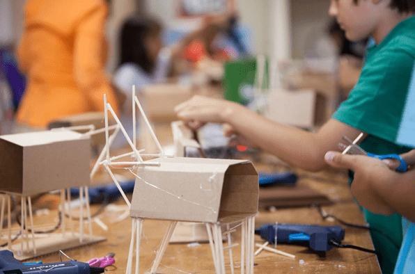 Σχολείο Αρχιτεκτονικής για παιδιά από τα Εκπαιδευτήρια Μπουγά
