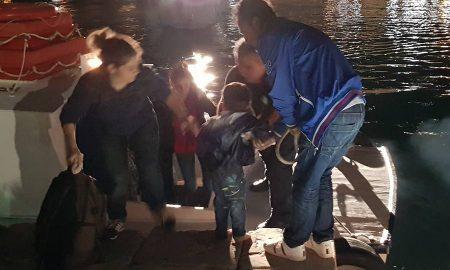 Στο Κλειστό Γυμναστήριο Πύλου οι 75 πρόσφυγες από Συρία και Ιράκ αναμεσά τους 15 παιδιά και 3 βρέφη