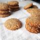 Μαλακά μπισκότα με ταχίνι, μέλι και σουσάμι- Έτοιμα σε 10′