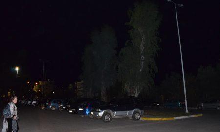 Στα σκοτάδια το πάρκινγκ στην Τέντα