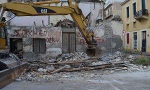 Κατεδαφίστηκε από τον Δήμο το ετοιμόρροπο σπίτι μετά και την κατάρρευση της στέγης του από την καταιγίδα