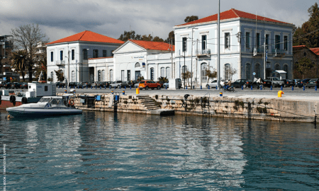 Καθαρίζουν το βυθό του Λιμανιού και τη Δυτική Παραλία Καλαμάτας