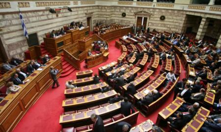 Άγριος καυγάς Κουκούτση – Σαμαρά στη Βουλή
