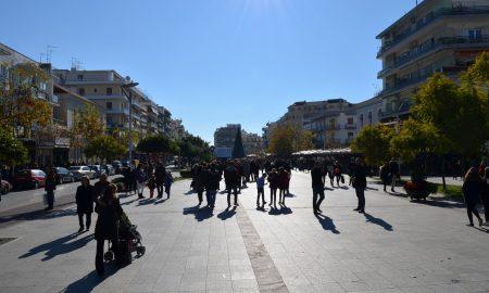 Μείωση του πληθυσμού το 2017 στην Ελλάδα – Λιγότερες οι γεννήσεις από τους θανάτους