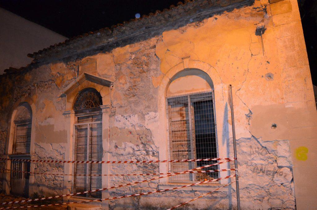 Υλικές ζημιές σε ΙΧ προκάλεσε πτώση μέρους στέγης ακατοίκητου σπιτιού