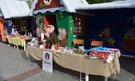 Σε γιορτινό κλίμα η πλατεία Καλαμάτας και σήμερα στα σπιτάκια!