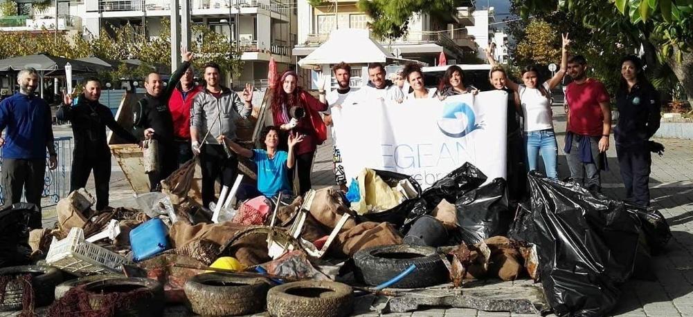 Έβγαλαν ένα σωρό σκουπίδια από το βυθό του Λιμανιού Καλαμάτας