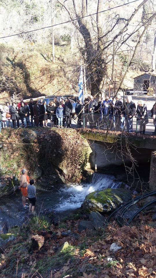 Νέδουσα: Ο αγιασμός των υδάτων στο ποτάμι και η δέηση να σωθούν τα πλατάνια!