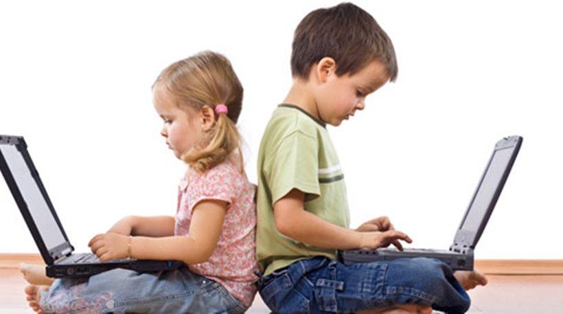 Έφηβοι «παγιδευμένοι» στο Διαδίκτυο- Πότε ξεκινά ο εθισμός