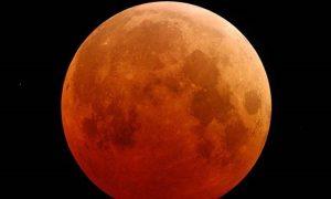 Σπάνιο ουράνιο φαινόμενο: Σούπερ-Σελήνη και ταυτόχρονα ολική έκλειψη