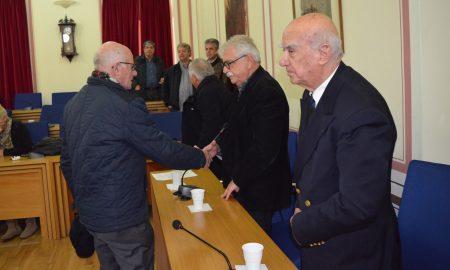 Ιστορικές στιγμές στο έκτακτο Δημοτικό Συμβούλιο