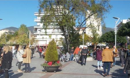 """Κλειστά σήμερα τα καταστήματα – Από Δευτέρα οι εκπτώσεις- """"Ζεστάθηκε"""" η αγορά στην Καλαμάτα"""