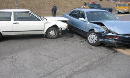 Χίος: Τράκαραν μεταξύ τους βουλευτικά αυτοκίνητα!
