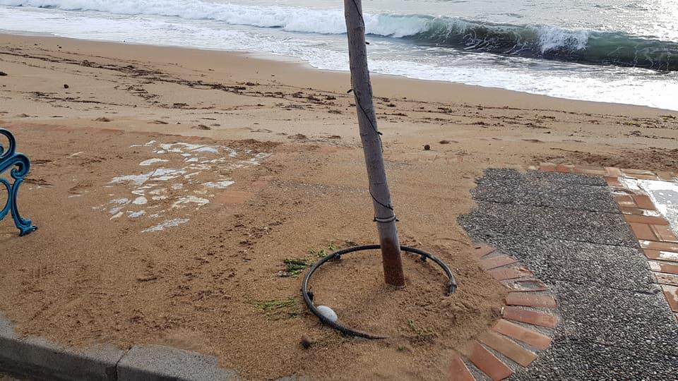 H παραλία βγήκε στο δρόμο σε Στούπα και Καλαμάτα