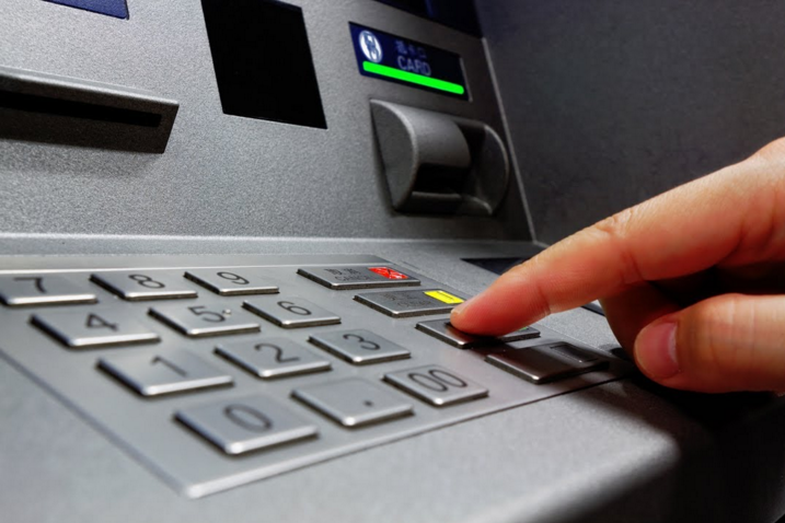 Οι συναλλαγές πάνω από 300 ευρώ μόνο ηλεκτρονικά από 1/1/2020 – Οι τελικές διατάξεις για το όριο του 30%
