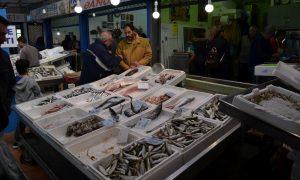 Ανοιχτή σήμερα μέχρι το μεσημέρι η Κεντρική Αγορά- Αφθονία φρέσκων ψαρικών!