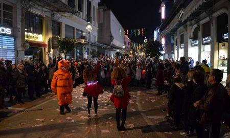 """6ο Καλαματιανό καρναβάλι: Διασκέδασε όλη η πόλη με την """"Νυχτερινή παρέλαση"""""""