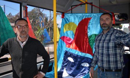 Συνέντευξη Τύπου σε λεωφορείο εν κινήσει και κριτική στο Καλαματατιανό Καρναβάλι