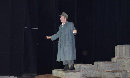 """ΔΗΠΕΘΕΚ: Καθήλωσε το κοινό ο Χατζηπαναγιώτης με τον """"Πατέρα του ΄Αμλετ""""!"""