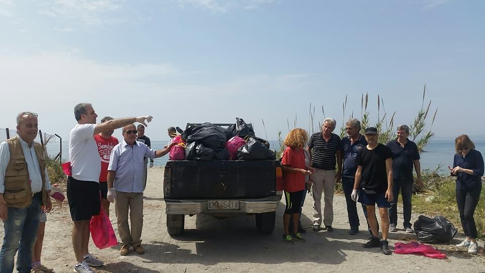 Με επιτυχία και διασκέδαση ο εθελοντικός καθαρισμός της δυτικής παραλίας