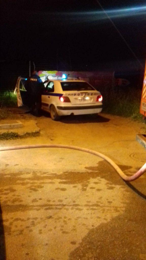 Μεταμεσονύχτια φωτιά δίπλα στο Λύκειο αναστάτωσε τη Μεσσήνη