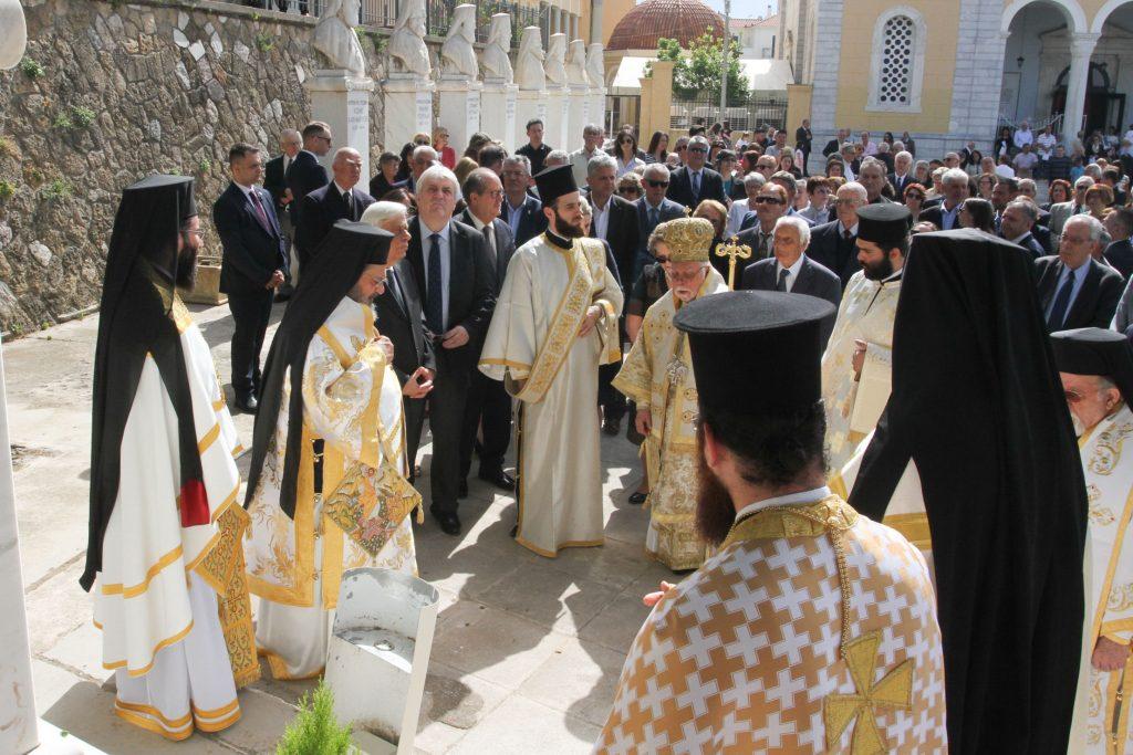 O Προκόπης Παυλόπουλος στο μνημόσυνο του Μητροπολίτη Γαλλίας Μελετίου Καραμπίνη