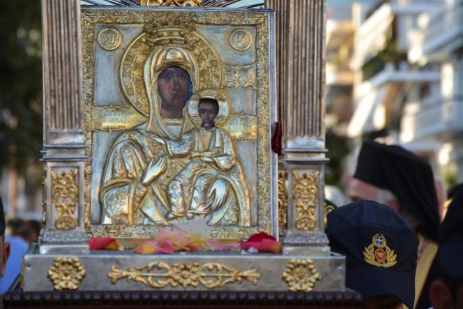 Πλήθος πιστών στην υποδοχή της Παναγίας της Βουλκανιώτισσας στην Καλαμάτα