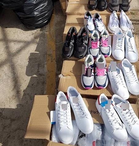 Έφοδος της Αστυνομίας στην Λαϊκή Αγορά Αγ. Τριάδας – Κατασχέθηκαν μαϊμού προϊόντα