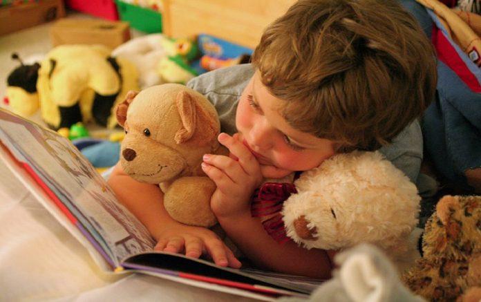Παγκόσμια Ημέρα Παιδικού Βιβλίου  7 λόγοι που πρέπει να διαβάζουμε στα  παιδιά μας  3e602741078