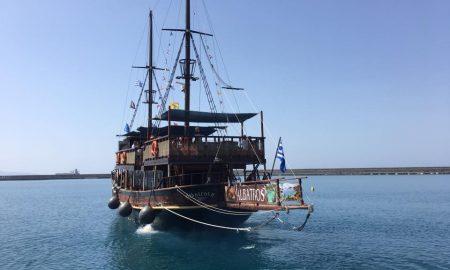 Albatros II: Αγιασμός και ξενάγηση στο στολίδι του λιμανιού μας