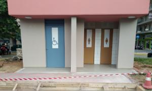 Δημόσιες Τουαλέτες: Μπήκαν ράμπες για ΑμεΑ και ειδικά σήματα στις πόρτες