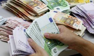 Αυξάνεται το όριο τραπεζικών αναλήψεων