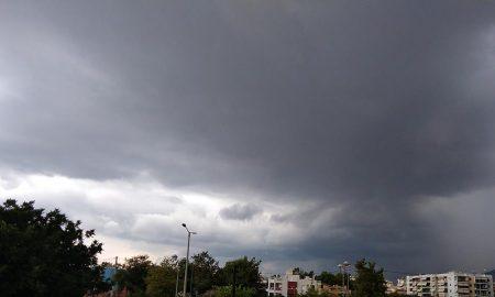 Ισχυρή καταιγίδα και κεραυνοί στην Καλαμάτα