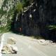 Πτώση βράχων στον δρόμο πριν την Πολιανή