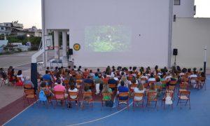 10o Δημοτικό Καλαμάτας: Τα παιδιά απόλαυσαν θερινό σινεμά στο προαύλιο του σχολείου τους