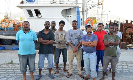 """Κραυγή απόγνωσης από τους 17 ναυτεργάτες """"σε ομηρία"""" στο Λιμάνι Καλαμάτας"""