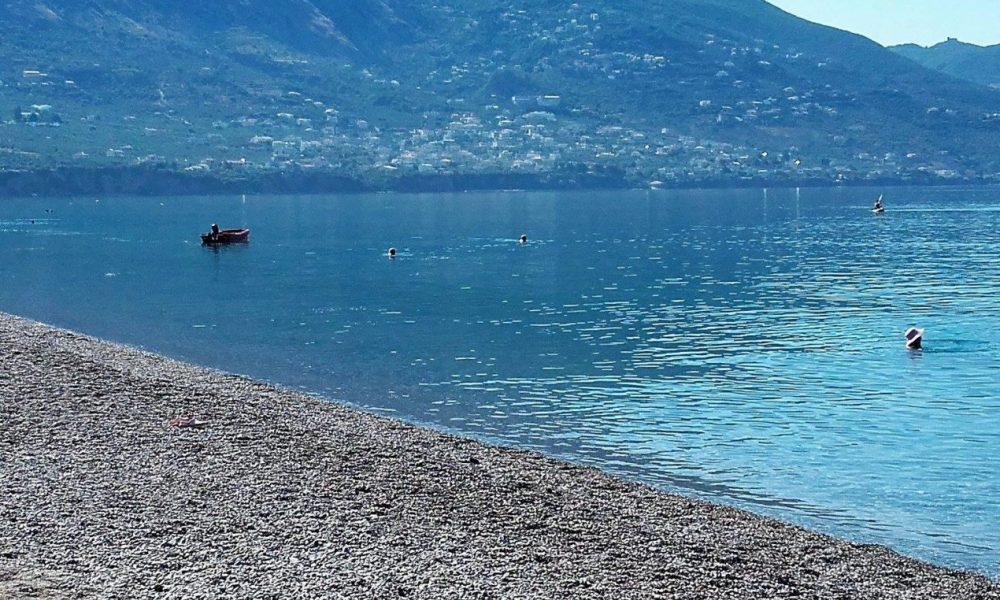"""""""Εξαιρετικά τα νερά κολύμβησης στις παραλίες της Καλαμάτας"""" επιβεβαιώνει και η Ειδική Γραμματεία Υδάτων"""