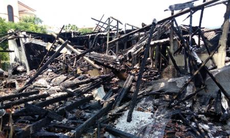 Δήμος και Μητρόπολη στο πλευρό της οικογένειας που της κάηκε το σπίτι