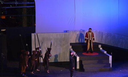 """ΜΕΘ: Καθήλωσε τους θεατές η """"Αντιγόνη"""" στο Κάστρο"""