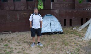 Στράτος Δασκαρόλης: Απεργία πείνας και αντίσκηνο έξω από τα Δικαστήρια Καλαμάτας