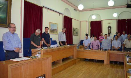 Το Δημοτικό Συμβούλιο Καλαμάτας τίμησε τους νεκρούς της τραγωδίας
