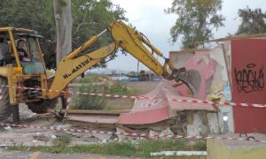 Έρχονται κατεδαφίσεις αυθαίρετων κατασκευών σε 3 επιχειρήσεις στην παραλία Καλαμάτας