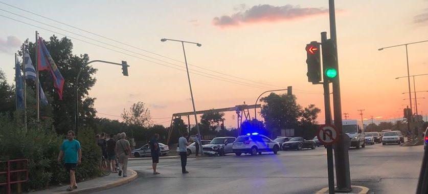 Τροχαίο στην Αρτέμιδος – ΙΧ έπεσε σε κολώνα φωτισμού!