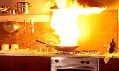 Τι κάνουμε αν πάρει φωτιά η κουζίνα μας;