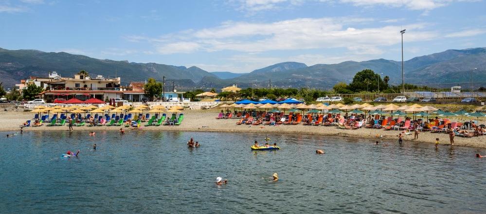 ΔΕΥΑΚ: Καθαρά τα νερά στις παραλίες Καλαμάτας και τον Αύγουστο